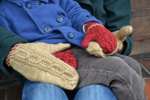macon-mittens-cabled-detail