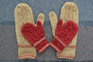 macon-mittens-with-latvian-braid